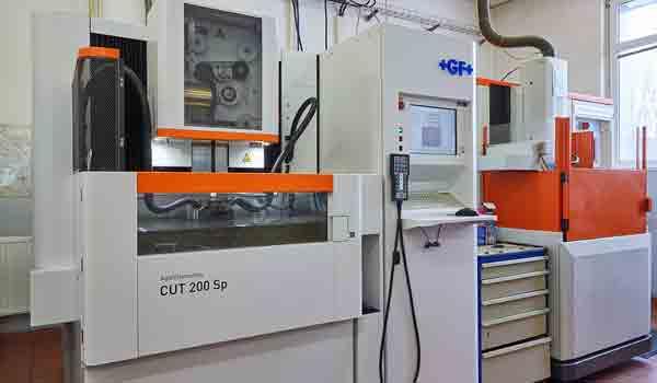 Výroba vstřikovacích forem a kombinovaných střižných nástrojů